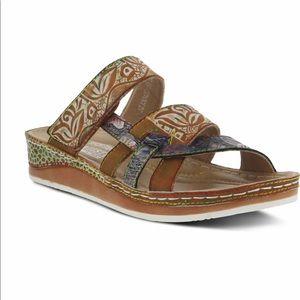 L'ARTISTE Caiman wedge sandal